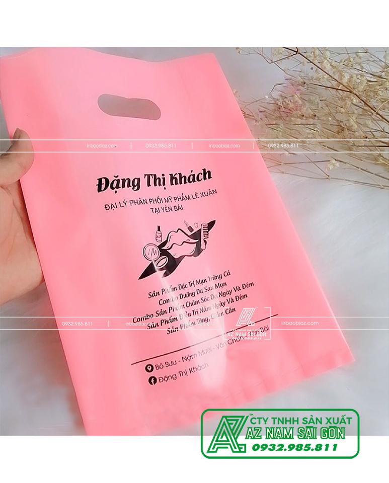 in túi nilon màu hồng pastel mỹ phẩm